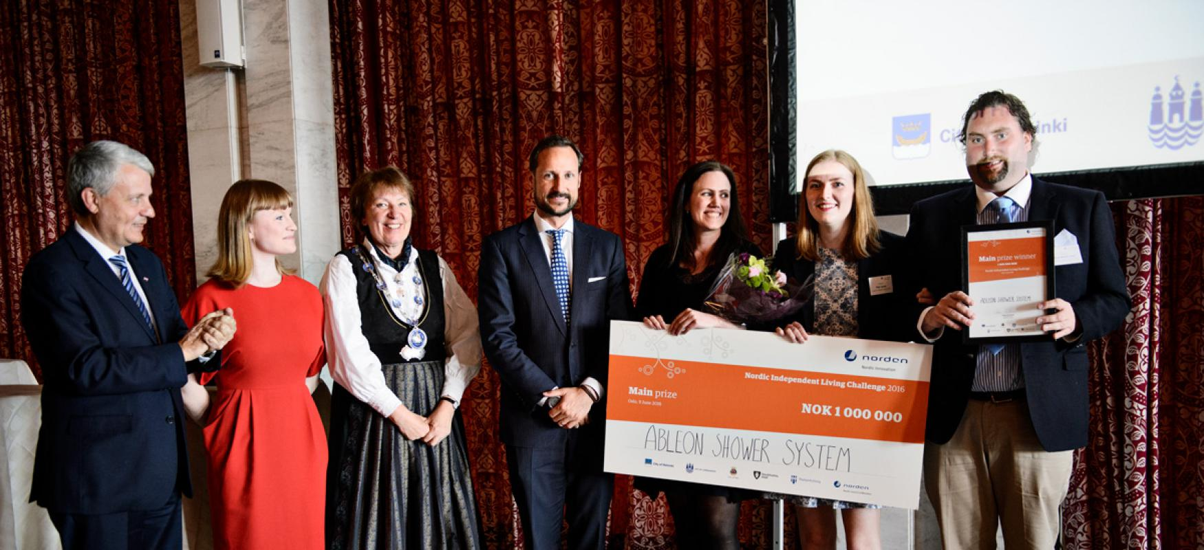 AbleOn Medical receiving the main price from Dagfinn Høybråten, Clara Lindblom, Marianne Borgen and His Royal Highness Crown Prince Haakon of Norway.