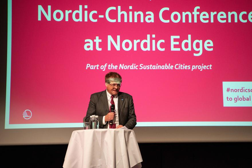 Svein Berg on stage summing up the Nordic-China Conference.
